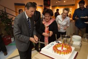 Dr. Čerček in tokamak torta ob 10 letnici SFA.